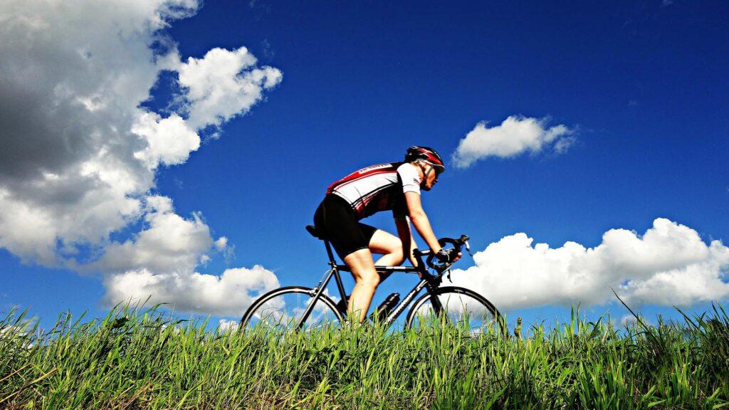 1920 cyclist-1537843_1920