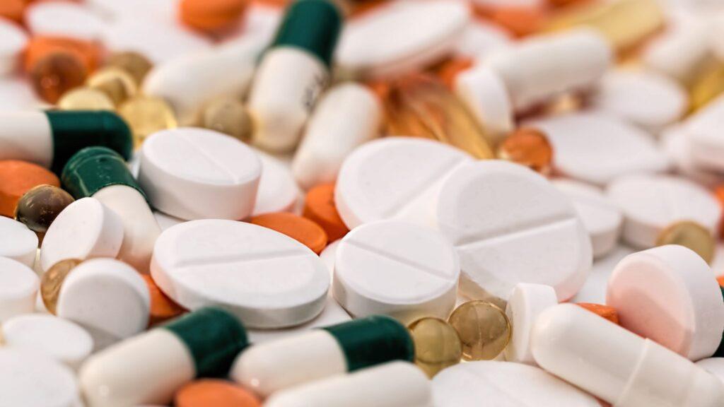 1920-addiction-antibiotic-capsules-159211